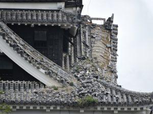 2.大天守閣(近景) 瓦崩落